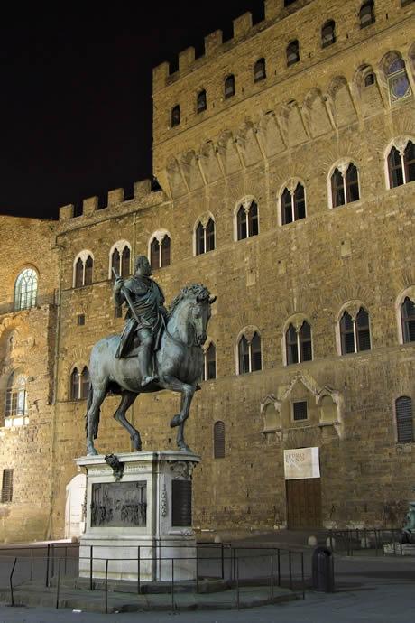 Equestrian statue of cosimo de medici near palazzo vecchio in Florence