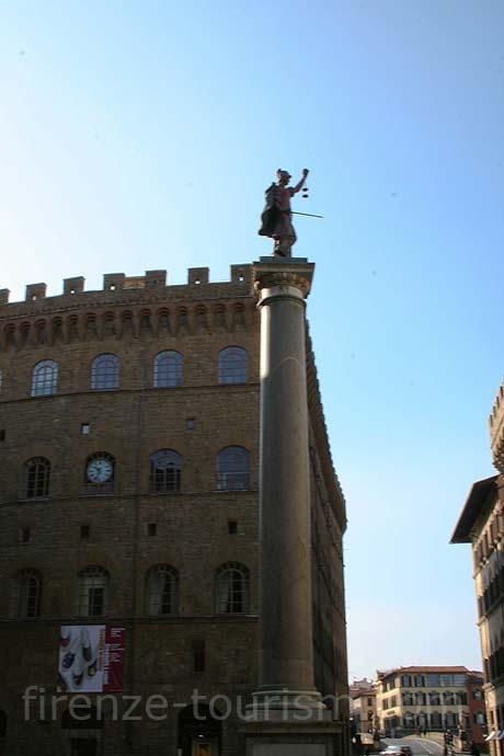 Piazza di santa trinita Florenta